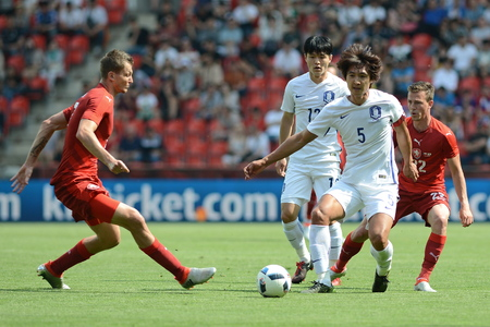 05062015 PRAGUE _ Tomas Necid, Kwak Taehwi, Vladimir Darida. Friendly match Czech Reublic - South Korea Redakční