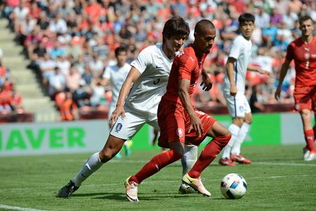 05062015 PRAGUE _ Theodor Gebre Selassie, Kwak Taehwi. Friendly match Czech Reublic - South Korea