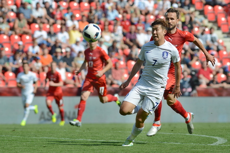 05062015 PRAGUE _ Tomas Sivok, Heungmin Son. Friendly match Czech Reublic - South Korea Redakční