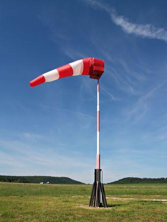 wiatrowskaz: wiatr skarpetkę na małe lotnisko Zdjęcie Seryjne