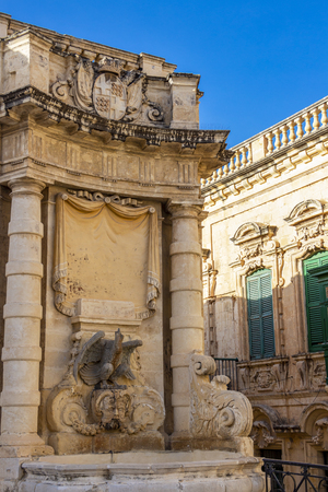 Beautiful old fountain at St. George's Square in Valletta, Malta 免版税图像
