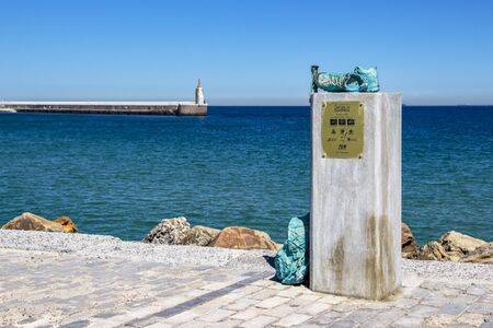 TARIFA, SPAIN - MAY 27, 2019: Encuentro de Senderos Europeos or European Paths Meeting monument at the causeway to Isla de las Palomas where the three major walking trails meet 報道画像