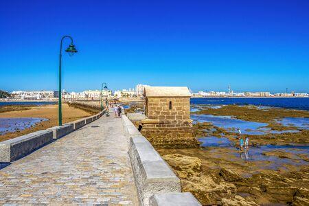 CADIZ, SPAIN - MAY 28, 2019: Castle of San Sebastian causeway with coastline, view of Cadiz and Playa la Caleta or La Caleta Beach in the background 報道画像