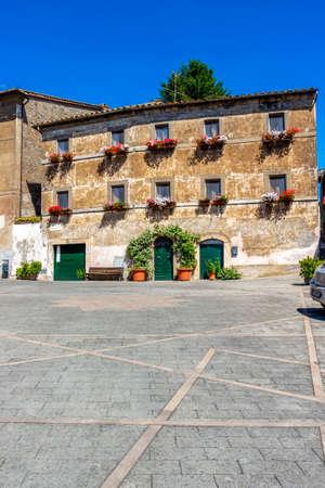 BASSANO IN TEVERINA, ITALY - JUNE 02, 2018: Piazza Nazario Sauro or Nazario Sauro Square with beautiful old architecture in Bassano in Teverina, Province of Viterbo, Lazio, Italy 新闻类图片