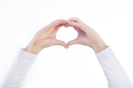 forme: Jour de la forme des mains de coeur Joyeuse Saint-Valentin sur un fond clair