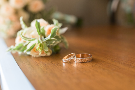 gold ring: Two wedding rings and spring blossoms. Wedding concept.