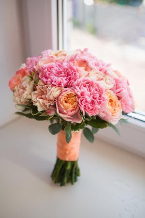 mazzo di fiori: Colorato sposa bel mazzo di fiori diversi Archivio Fotografico