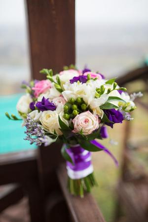 다른 꽃의 화려한 신부 아름다운 꽃다발 스톡 콘텐츠