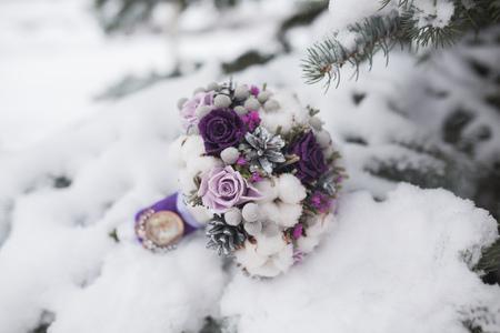 bouquet de fleurs: Colorful mari�e beau bouquet de fleurs diff�rentes