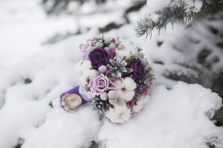 luna de miel: Colorido hermoso ramo de novia de flores diferentes