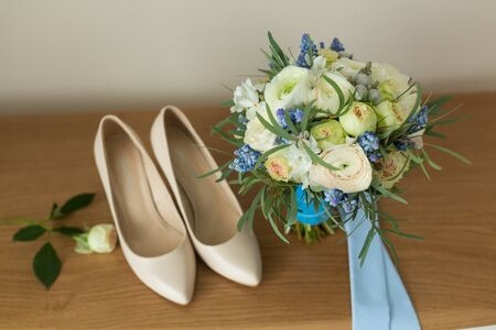 coral bell: Beige Wedding shoes on the gatherings of the bride Stock Photo