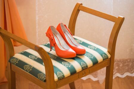 coral bell: coral Wedding shoes on the gatherings of the bride