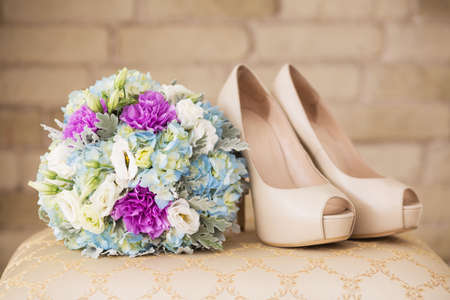 coral bell: Wedding shoes on the gatherings of the bride