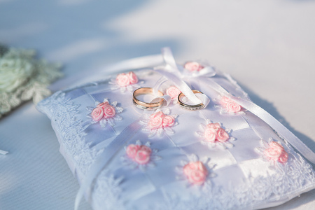 weddingrings: gold wedding rings on the white pincushion