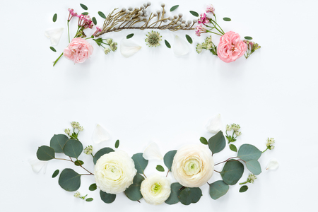 Frame wreath with white ranunculus flowers on white background. Flat lay, top view. Banco de Imagens