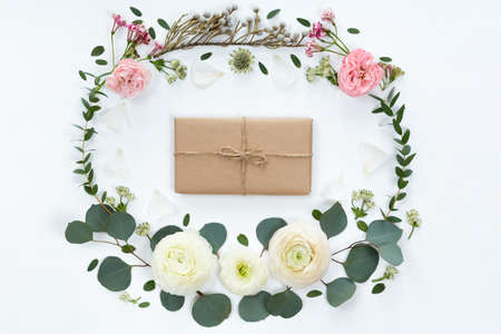 Frame wreath with white ranunculus flowers on white background. Flat lay, top view. Banco de Imagens - 98527895