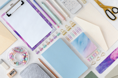 Flat lay and top view of stylish stationery pastel set for school or office. Back to school concept. 免版税图像