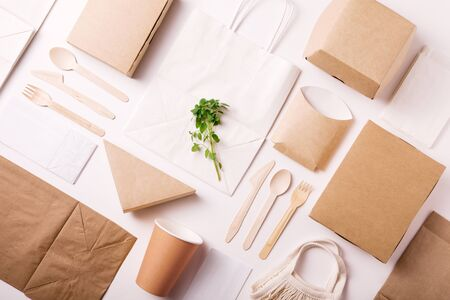 Catering and street fast food paper cups, plates and containers. Eco-friendly food packaging on white background with copy space. Flat lay. Top view. Carering of nature and recycling concept. 免版税图像 - 129513595