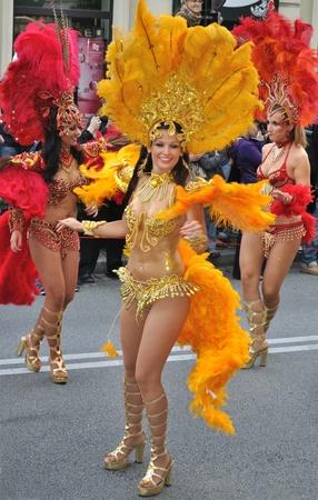 Warsaw, Polen - 5 September 2009 - dansers in de Carnival Parade - Bom Dia Brasil. Redactioneel