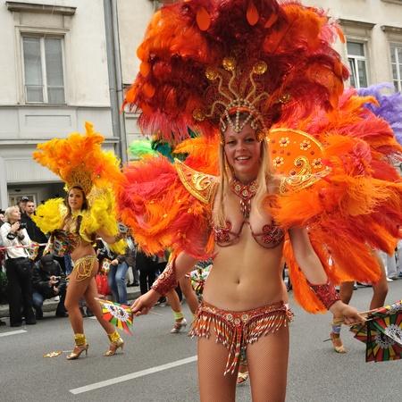 Warsaw, Polen - 5 September, 2009 - Samba dansers in de Carnival Parade - Bom Dia Brasil.