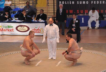 arbitrator: Varsavia, Polonia - 17 ottobre 2010 - contendenti combattimenti durante i mondiali di Sumo