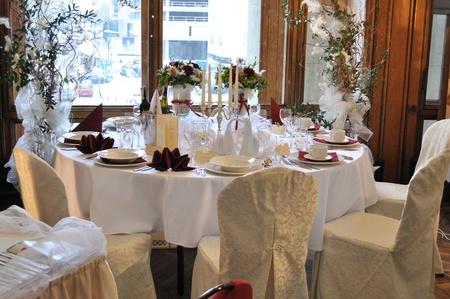 Warsaw, Polen - 16 januari 2010 - bruiloft receptie table set bereid tijdens de bruiloft Fashion Show.