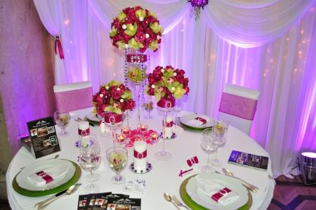 Warsaw, Polen - 16 januari 2010 - bruiloft receptie table set gepresenteerd tijdens de vakbeurs - Poolse bruiloft Gala.