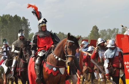 reenact: Grunwald, Polonia - 18 de julio de 2009, los participantes de recreaci�n hist�rica 1410 batalla de Grunwald, Reino de Polonia y el Gran Ducado de Lituania contra la Orden Teut�nica.