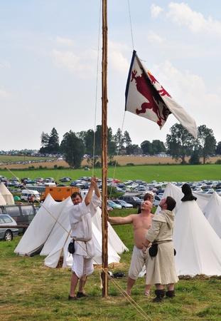 reenact: Grunwald, Polonia - 18 de julio de 2009 - participantes de recreaci�n hist�rica 1410 batalla de Grunwald, Reino de Polonia y el Gran Ducado de Lituania contra la Orden Teut�nica. Editorial