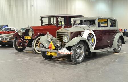 Warschau, Polen - 24 januari 2010 - antieke auto's - Rolls Royce en Packard in de automotive tentoonstelling OLDTIMERBAZAR Warschau, Polen. Redactioneel