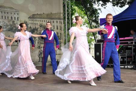 frederic: Varsovia, Polonia - 30 de mayo de 2010 - la adaptaci?n de Danza de La Cenicienta por el Folk Song and Dance Ensemble Warszawianka - con motivo del 200 aniversario del nacimiento de Frederic Chopin. Editorial