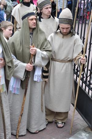Gora Kalwaria, Polonia - 17 de abril de 2011 - Los participantes de la recreaci�n b�blica, durante el Misterio de la calle representaciones de la Pasi�n. Foto de archivo - 12690696