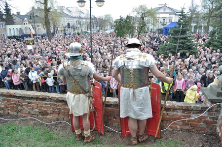 Gora Kalwaria, Poland - April 17, 2011 - Spectators watching the street performances Mystery of the Passion Stock Photo - 12690704