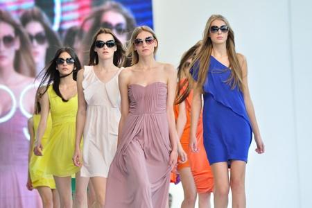 Warschau, Polen - 26 juni 2011 - Ze is in Vogue - zonnebrillen presentatie, tijdens de Warschau Fashion Street.