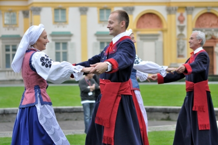 WARSAW - SEPTEMBER 11: Kujawiak folk dance, performed by the ensemble Kuznia Artystyczna, during of the Wilanow Days event on September 11, 2010 in Warsaw, Poland. Stock Photo - 20963952