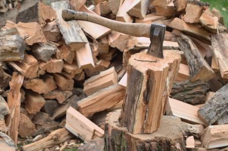 Axe en brandhout