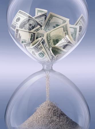 tempo: tempo - o dinheiro. Areia-vidro simbolizando tempo de negócios