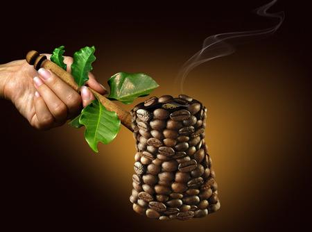 エコスタイル ゴールデン暗い背景の上でコーヒー豆から成っているコーヒー メーカー