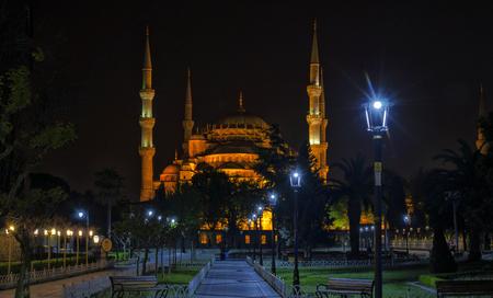 Nachtansicht der Sultanahmet-Moschee oder der Blauen Moschee in Istanbul, Türkei. Standard-Bild