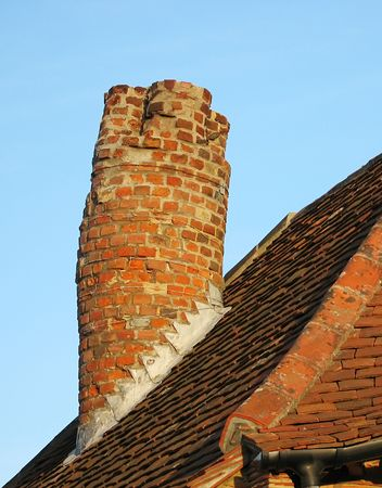 crooked: Old crooked chimney