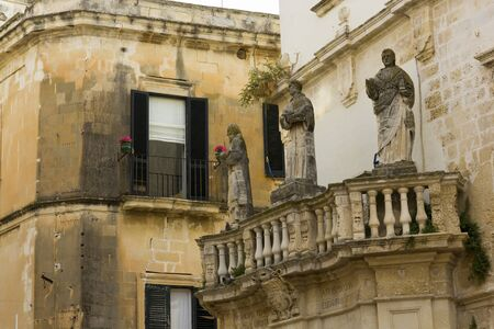 piazza: Lecce, statues at the entrance piazza duomo
