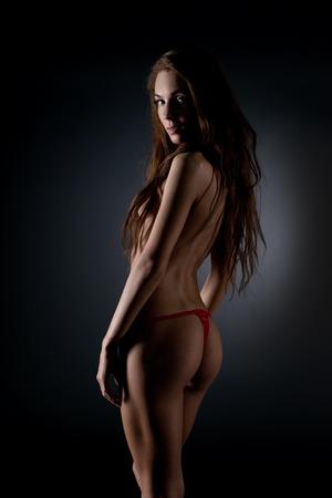 niña desnuda: Chica desnuda joven en estudio.