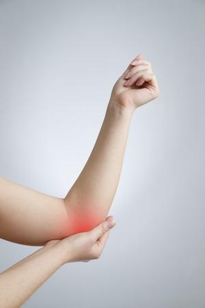 손의 관절에 통증이 있습니다. 여성 손의 관리. 스톡 콘텐츠