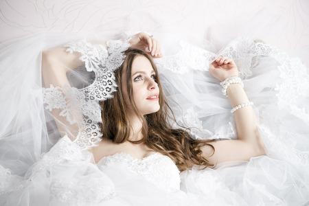 プロのメイク髪型花嫁。美しい女性の肖像画 写真素材