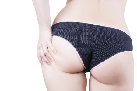 muslos: Hermoso cuerpo femenino. Cierre de las nalgas en bragas aisladas sobre fondo blanco