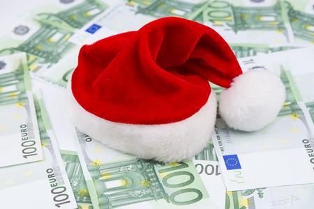 sombrero: Sombrero de Santa y dinero. Fondo de la Navidad