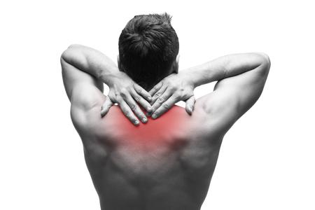 dolor de espalda: Dolor en el cuello. Hombre con dolor de espalda. Carrocería masculina muscular. Aislado en el fondo blanco. foto en blanco y negro con el punto rojo Foto de archivo