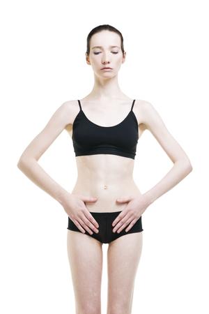 abdominal pain: Mujer con dolor abdominal. El dolor en el cuerpo humano aislado sobre fondo blanco. cuerpo femenino delgado Foto de archivo