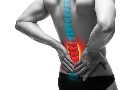 Schmerzen in der Wirbelsäule, ein Mann mit Rückenschmerzen, Verletzungen im menschlichen Rücken, chiropraktisches Behandlungskonzept isoliert auf weißem Hintergrund mit hervorgehobenem Skelett