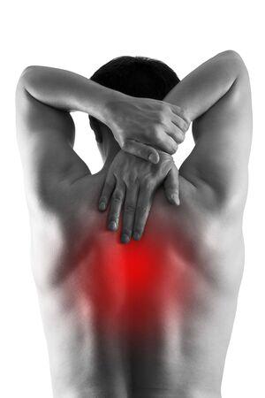 Schmerzen zwischen den Schulterblättern, Mann mit Rückenschmerzen isoliert auf weißem Hintergrund, schmerzhafter Bereich rot hervorgehoben